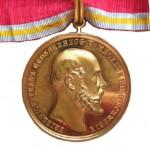Mecklenburg-Verdienstmedaille-Bronze-vergoldet-1